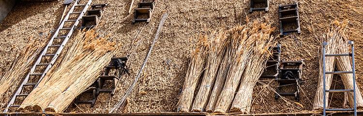 dekbedekking voor een hellend dak